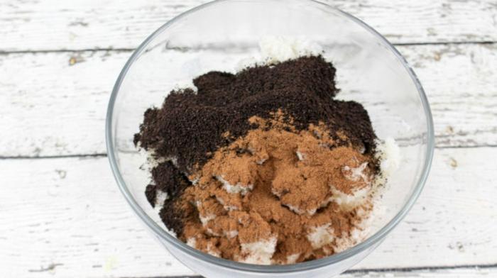 gommage au café, à la cannelle et à l'huile de coco qui resserre les pores