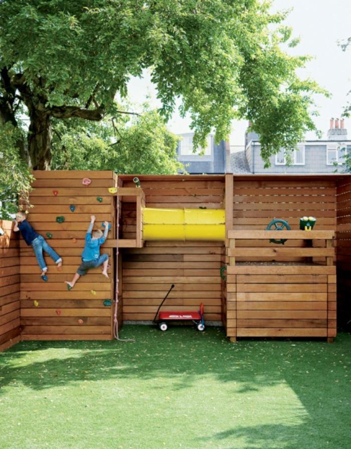 idée home staging pour le jardin, escalade en bois, jouets garçon, ray grasse, arbres