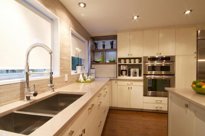home staging expert, éclairage LED, murs en motifs briques, parquet en bois, îlot centrale en quartz