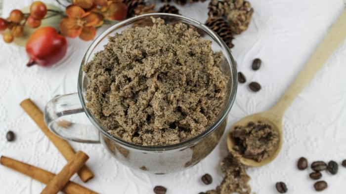 gommage naturel au café et à la cannelle, effet hydratant et anti-inflammatoire