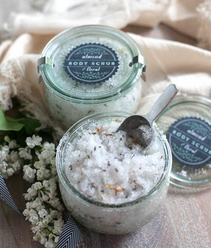 recette de gommage naturel détoxifiant au sel et à la lavande