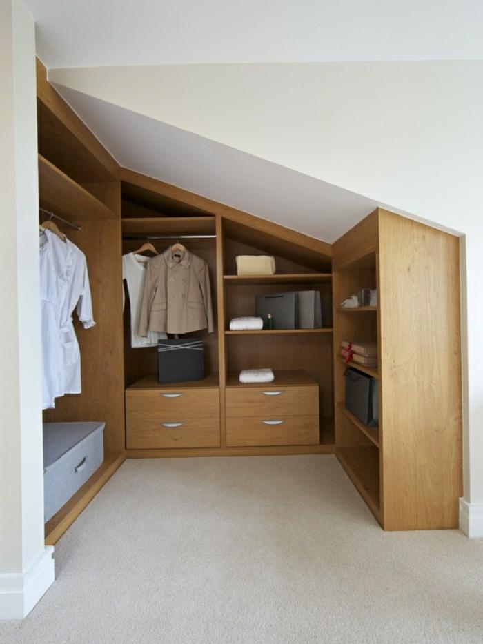 idée de meuble sous pente, penderie, tiroirs, étagères, idée comment ranger ses vêtements et accessoires