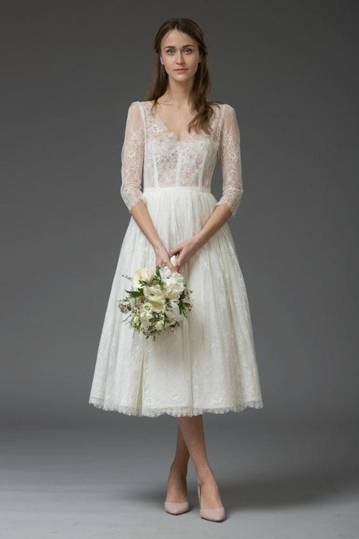 robe de mariée dentelle fine à coupe mi-longue, une robe d'une touche vintage