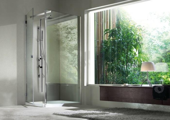 salle de bain zen, tapis gris, cabine de douche avec colonne de douche design, parois en verre, design simple