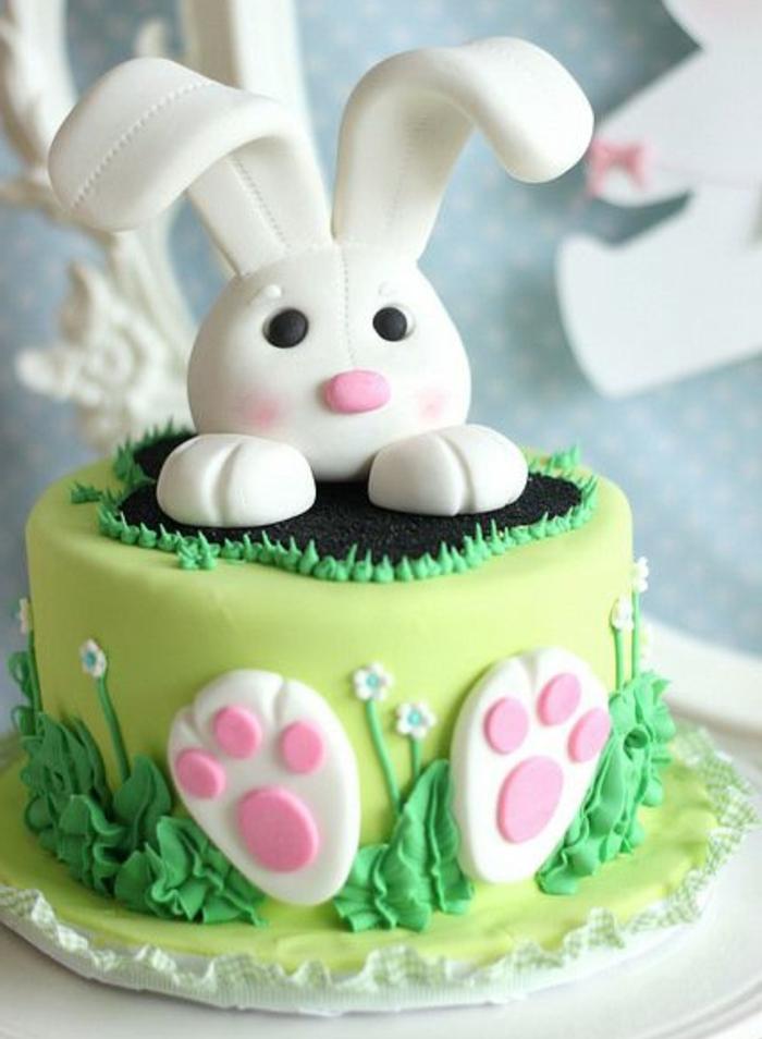 idée de gateau de paques avec lapin en sucre, comment faire un dessert, repas de paques, surprise enfant