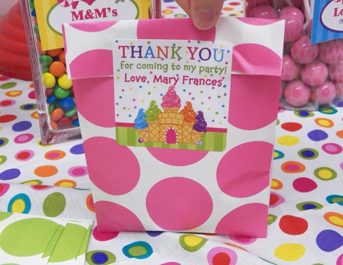 Idée cadeau personnalisé pas cher idées quoi offrir des bonbons dans boites mignonnes