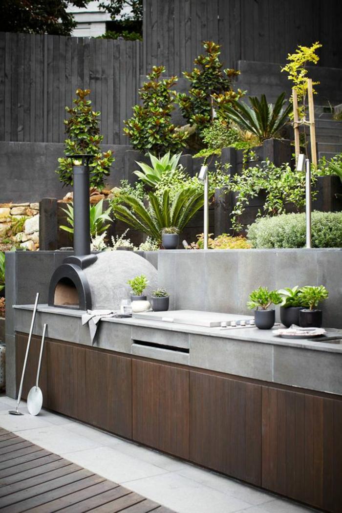 aménager une cuisine d'extérieur moderne et fonctionnel, cuisine au design industriel, jardin à étages