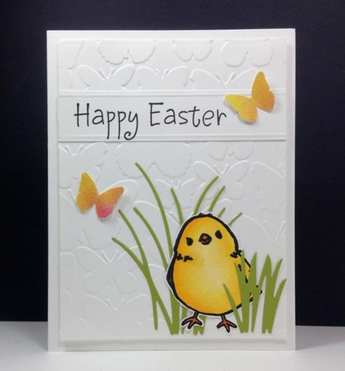 modèle de carte joyeuses paques blanche, poussin de paques, herbe en papier, papillons jaune et orange, bricolage de paques