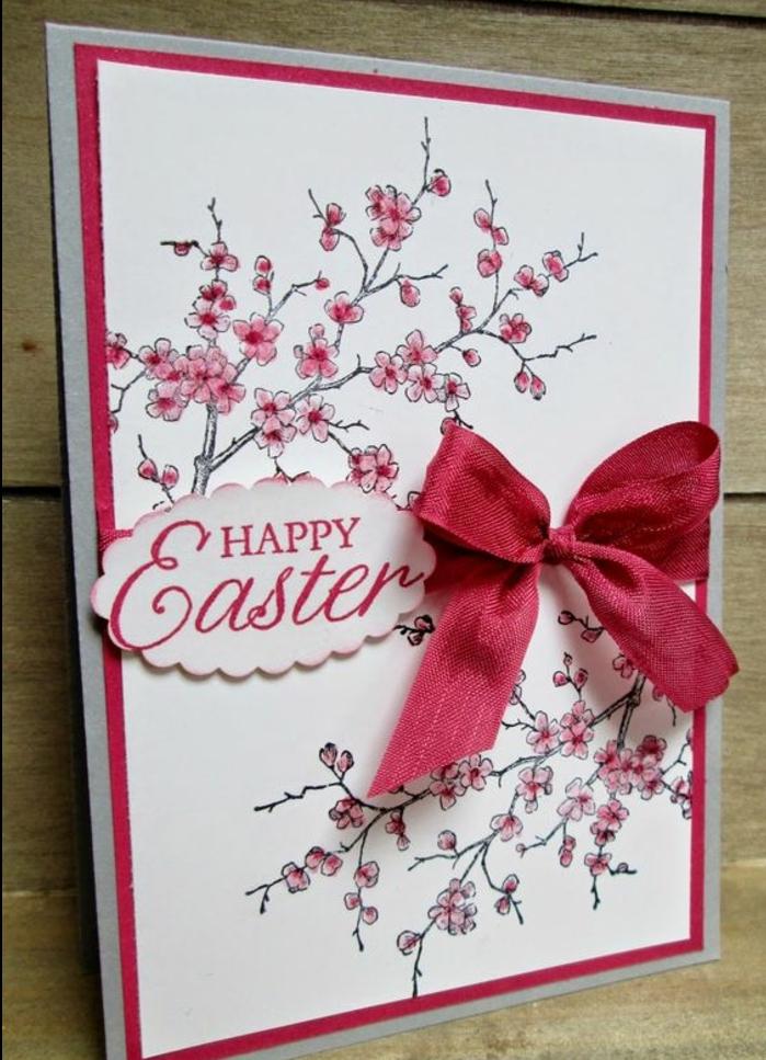 carte joyeuses paques, ruban rouge, branches fleuries, petites fleurs rose, idée comment faire une carte de voeux originale