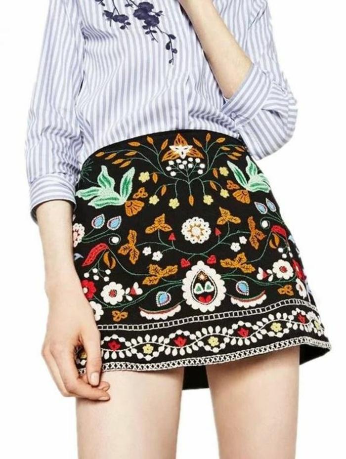 jupe trapèze ethno mini aux couleurs vives