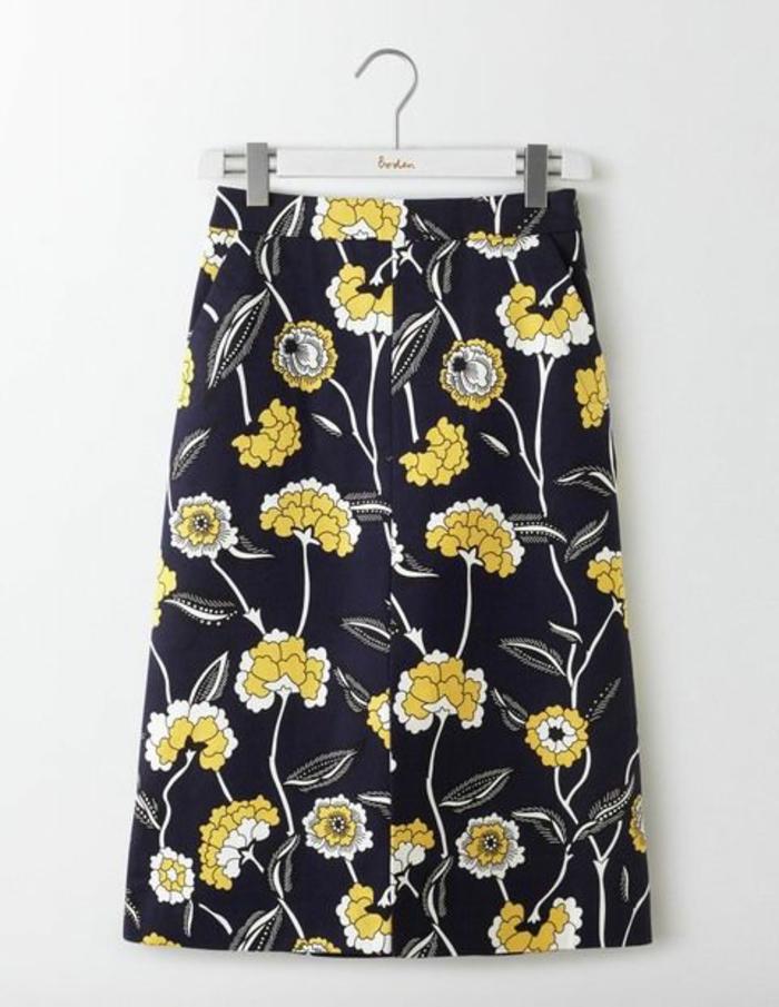 jupes trapeze à fleurs jaunes longues pour une silhouette mise en évidence