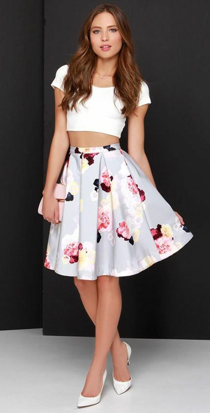 jupe trapèze femme en fleurs roses sur fond gris