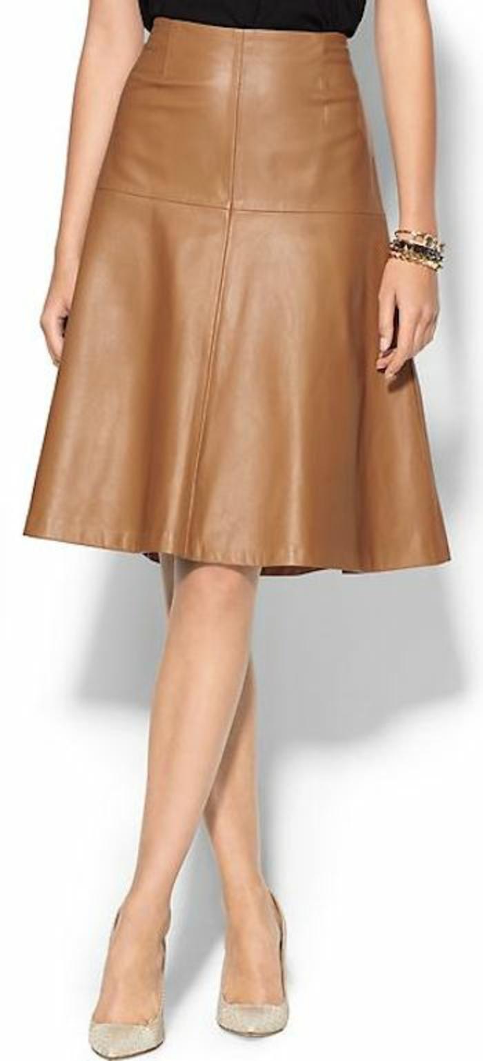 jupe forme trapèze caramel évasée pour le printemps