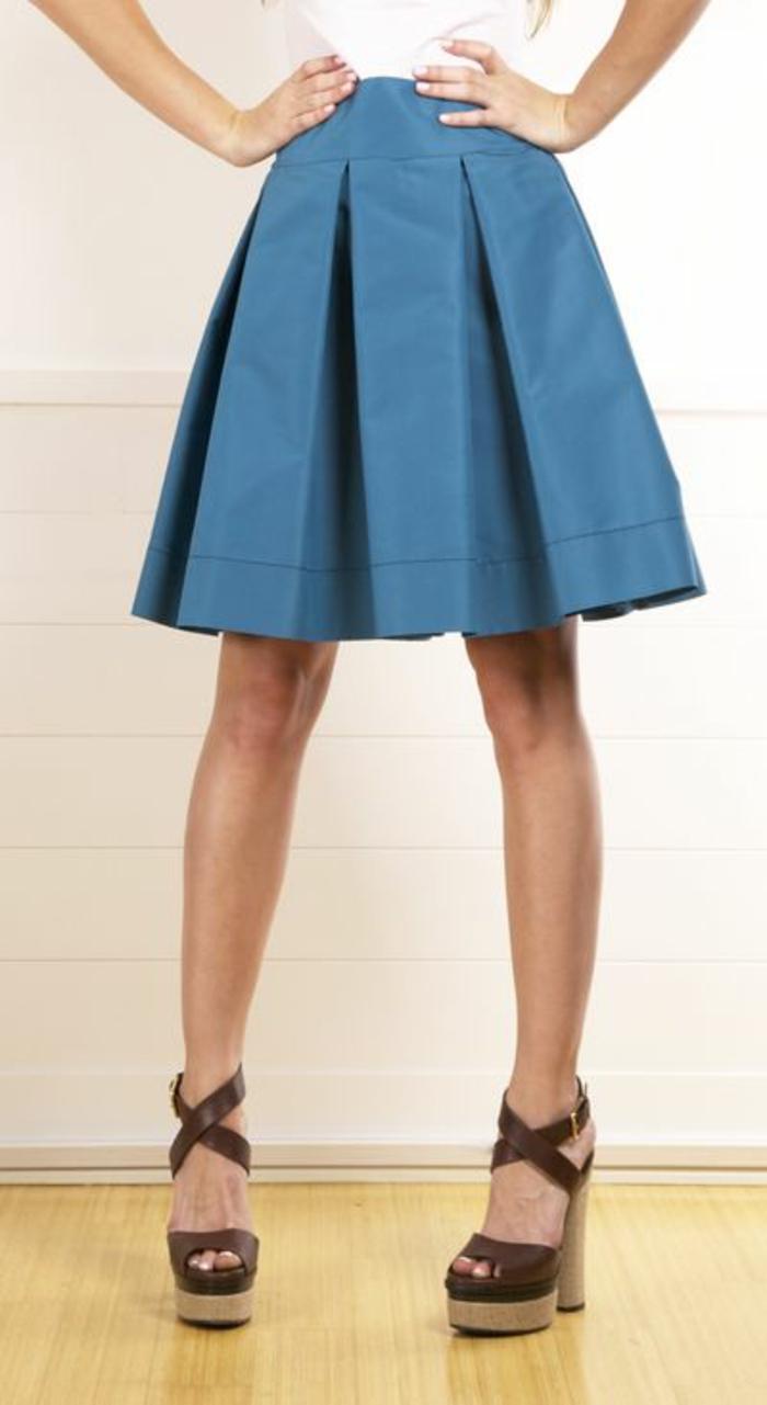 jupe trapeze courte en bleu taille haute