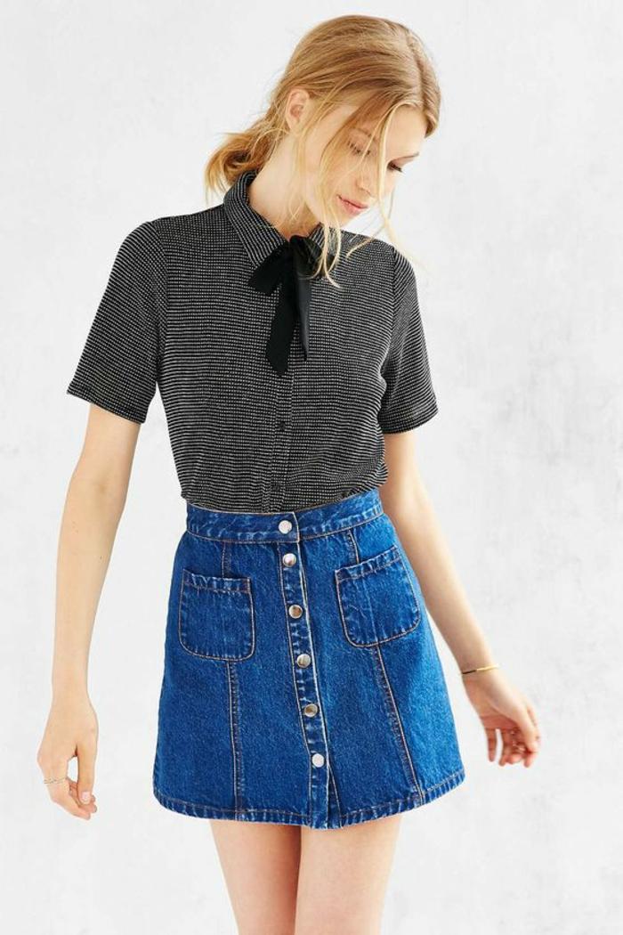 jupe trapèze jean avec blouse manches courtes et noeud noir de style casual