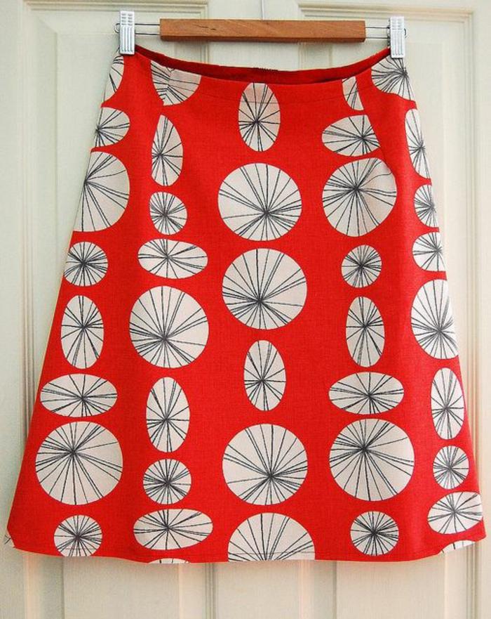 jupes trapeze en rouge et blanc aux ronds pissenlits