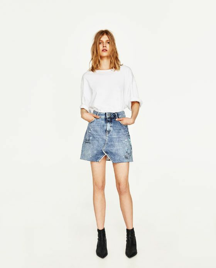 jupe en jean Zara évasée avec petite fente devant mini