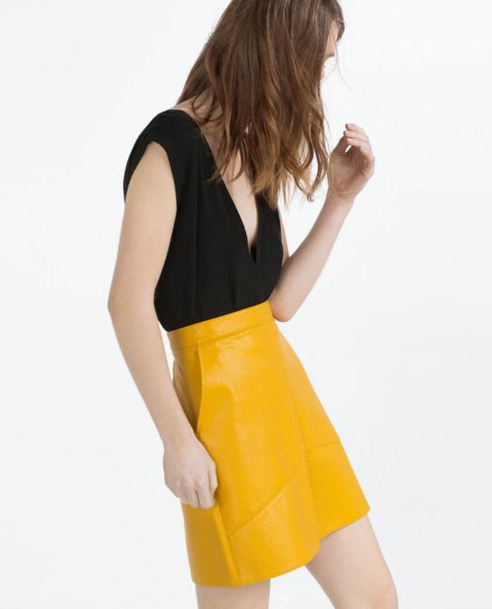 jupe trapèze femme jaune canari avec top en noir décolleté grec
