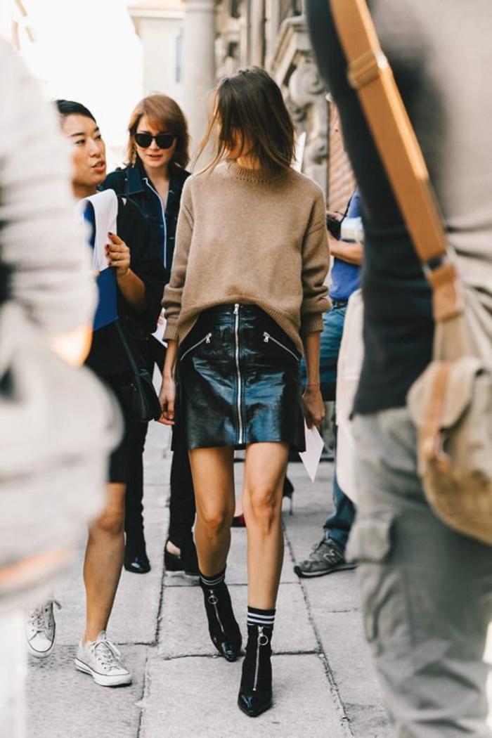 jupe forme trapèze simili cuir mini aux trois fermetures éclair