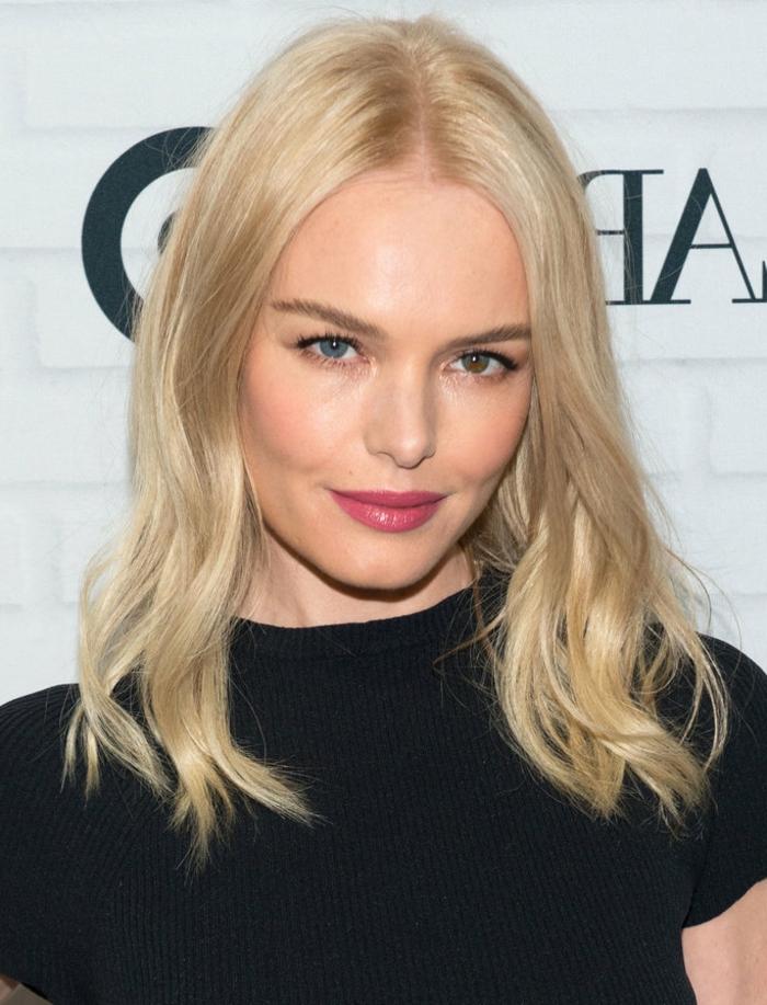 kate bosweorth, coupe cheveux visage rond, blonde, cheveux mi long simple, boucles legeres, t shirt noir
