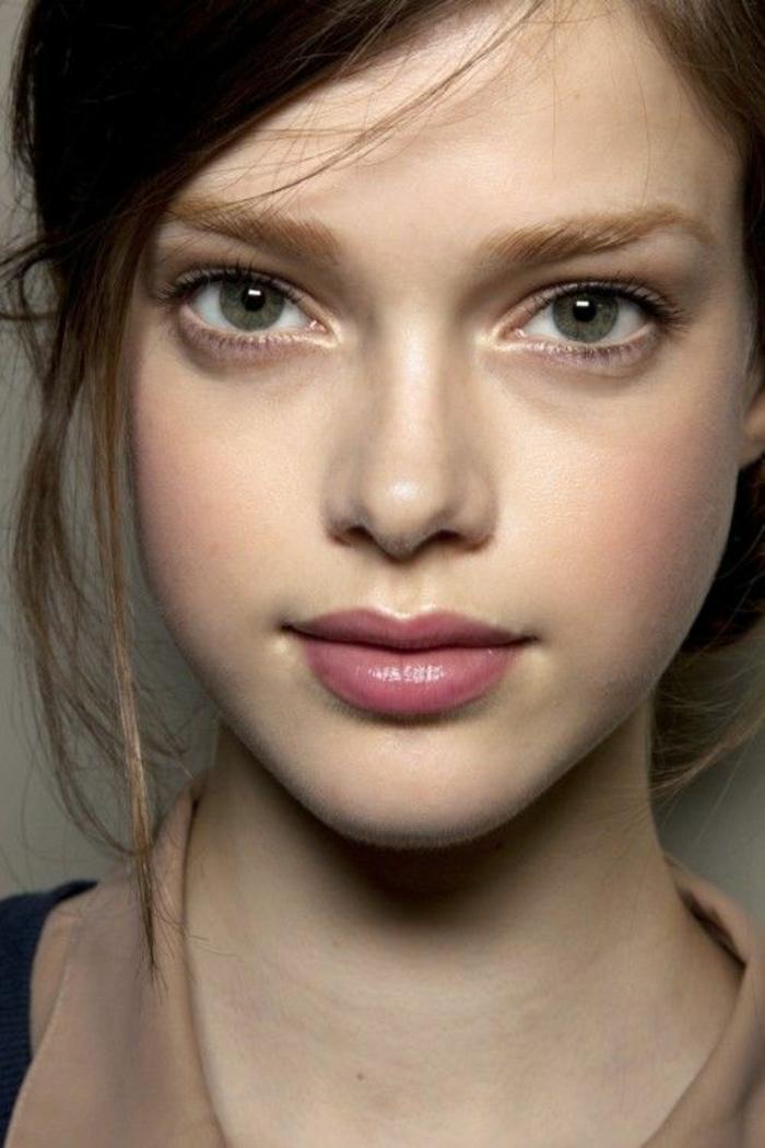maquillage léger et romantique, visage au charme naturel