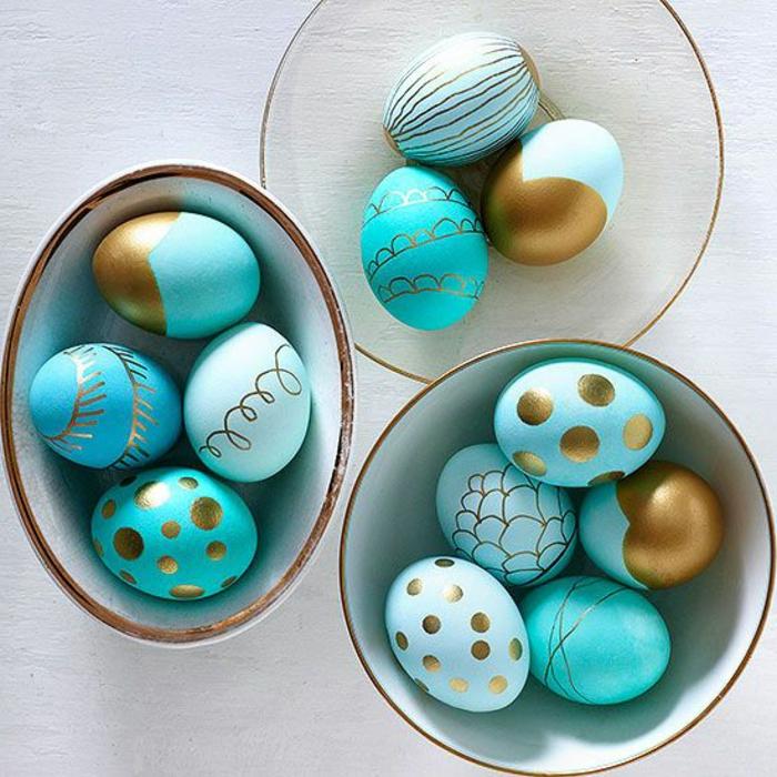 Idée pour avoir une belle déco avec oeufs de Paques oeufs colorés en bleu et dore