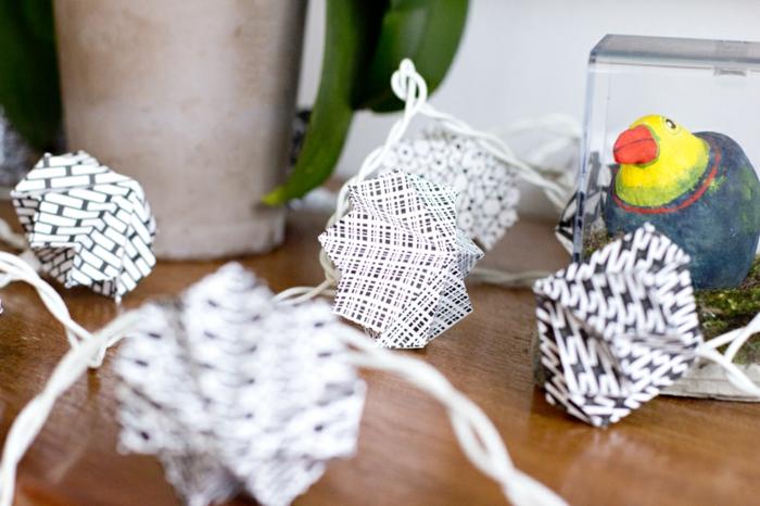 luminaire origami, guirlande lumineuse LED, décoration salon, table en bois, luminaire fait maison