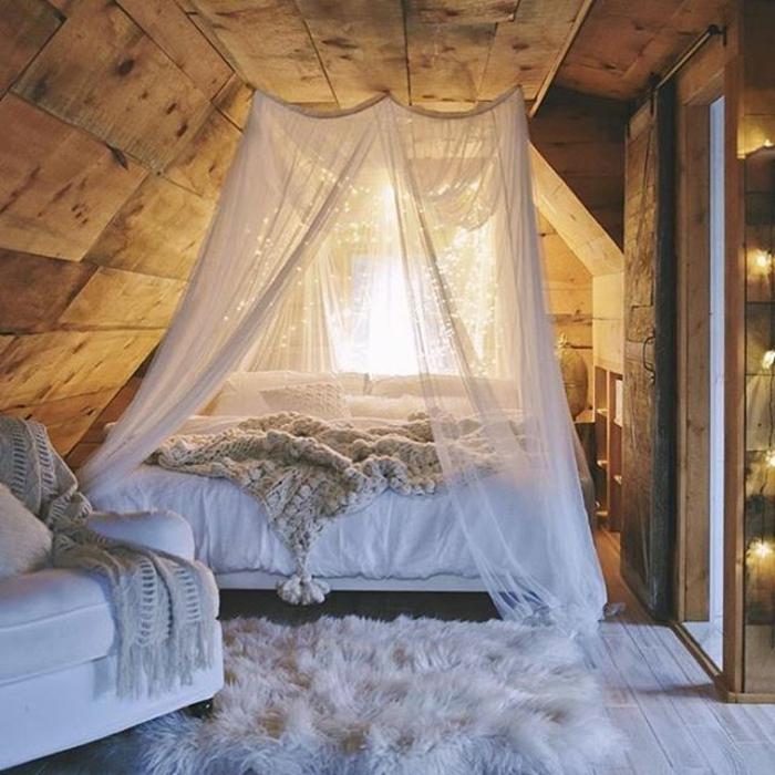 matelas nid douillet, lit à baldaquin, guirlandes lumineuse, tapis moelleux