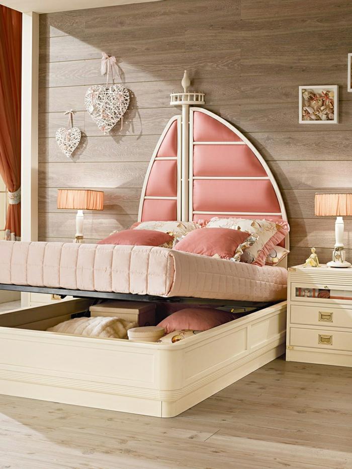 lit douillet, mur en bois, lampe de chevet orange pastel, tête de lit rose