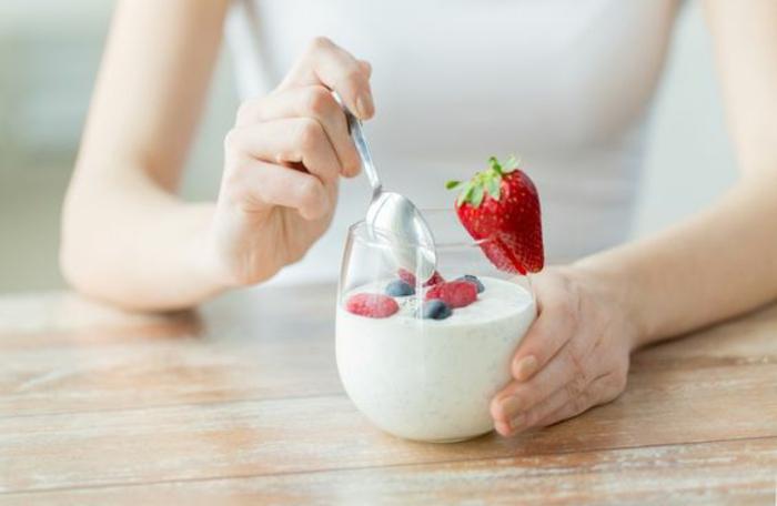 probiotique aux fruits comme petit déjeuner chaque matin