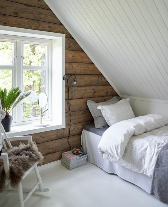linge de lit blanc et gris, plancher blanc, chaise en bois blanche, mur d accent poutres en bois, amenagement comble, piece mansardée