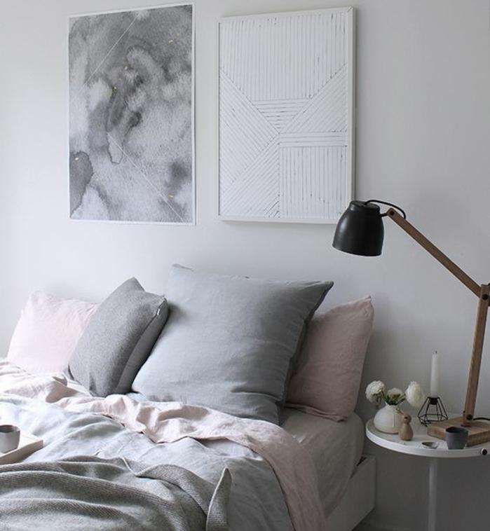 linge de lit rose et gris, tableau gris, coussins rose et gris, lampe de nuit style industriel, mur couleur blanche, deco chambre fille simple