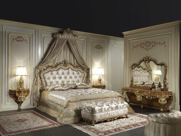chambre baroque, plafond noir, murs beige avec déco dorée, meuble baroque
