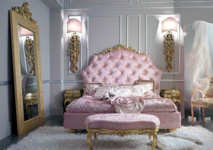 décoration baroque, lit baroque en rose, grand miroir doré, tapis blanc moelleux, chambre baroque