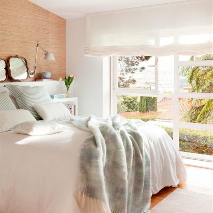 comment faire un lit au carré, grande fenêtre, vue par la fenêtre, parquet en bois