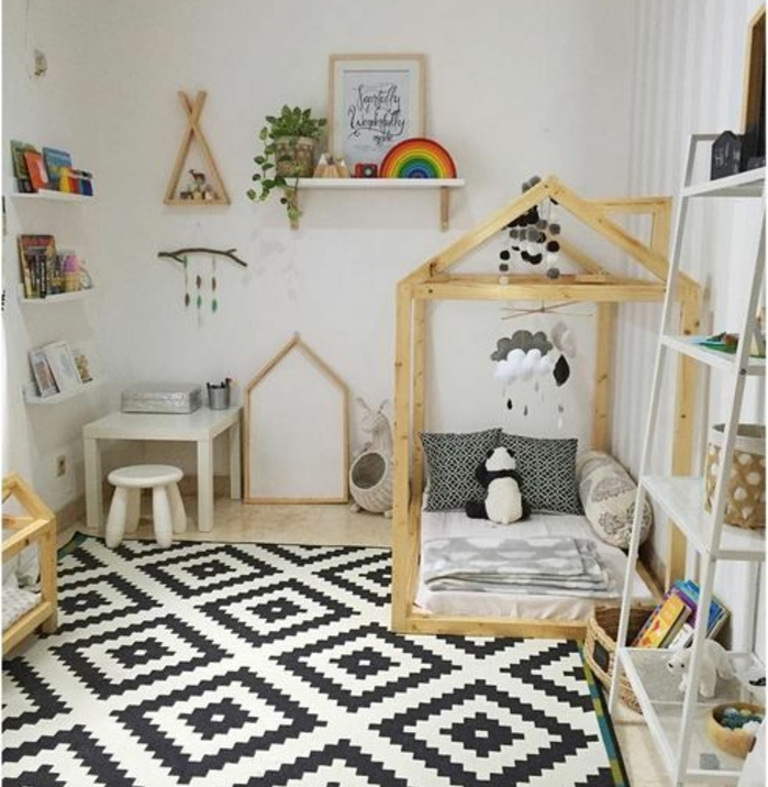 Perfect tapis en blanc et noir motifs gomtriques lit maisonnette en bois matelas blanc with amenagement chambre enfants