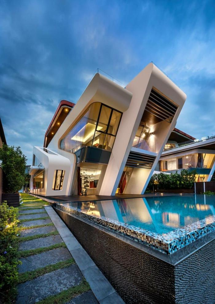 maison individuelle, architecture futuriste, façade blanche à nuances oranges, piscine extérieure