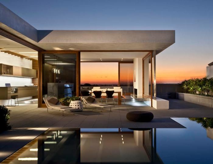 maison contemporaine, construction plain-pied, façade en béton, piscine en verre
