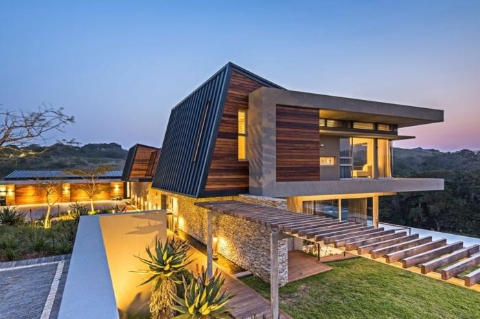 plan maison moderne, mur en pierre, façade en bois, grand jardin, piscine extérieure