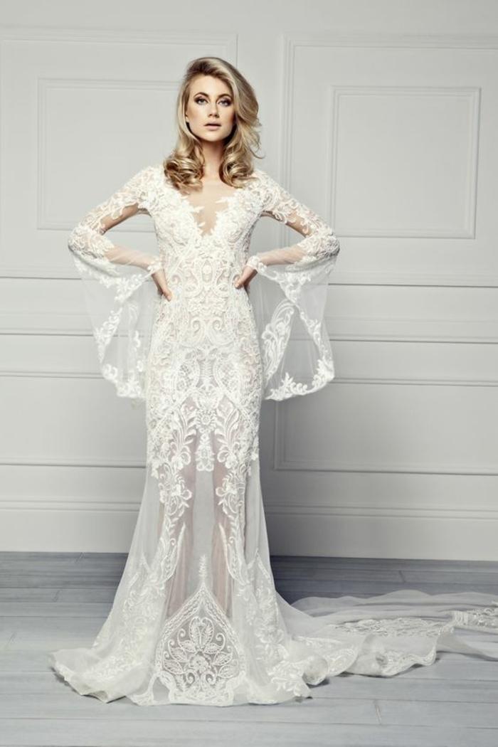 une allure aérienne, robe de mariée dentelle à manches évasée, coiffure glamour