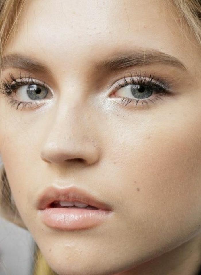 réaliser un maquillage naturel effet no make up, teint frais de pêche