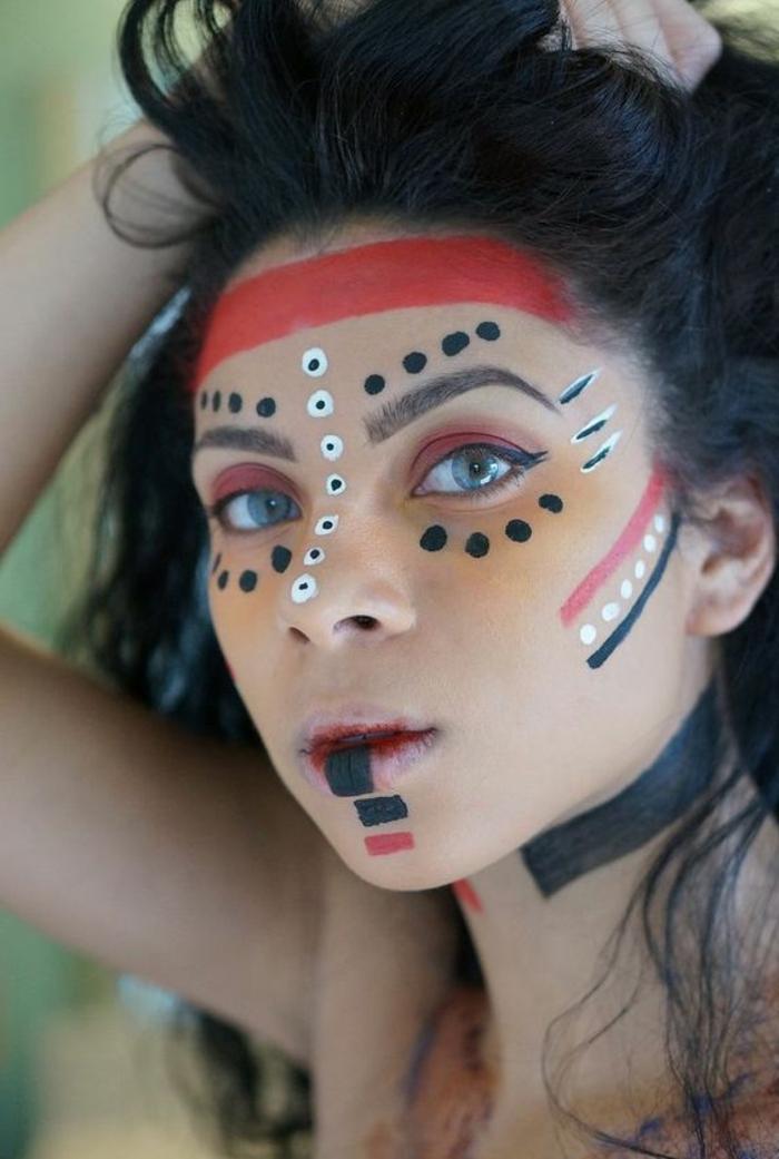 maquillage indien femme, mettre sur son visage toutes les couleurs de l'arc-en-ciel
