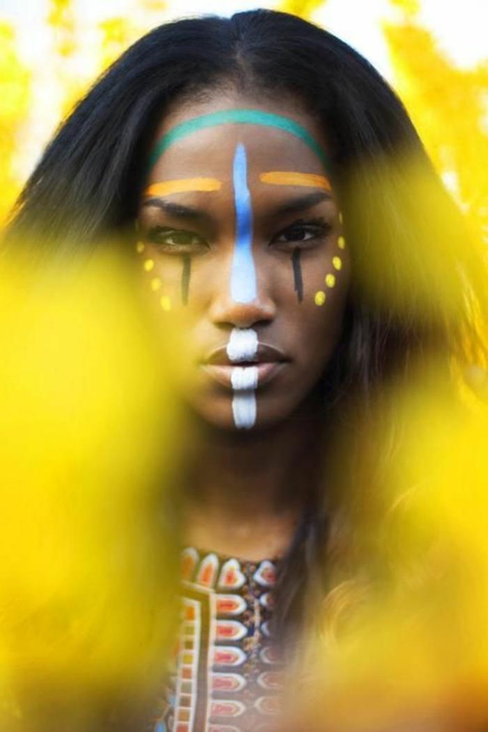 maquillage indien femme, un visage afro maquillé en style tribal