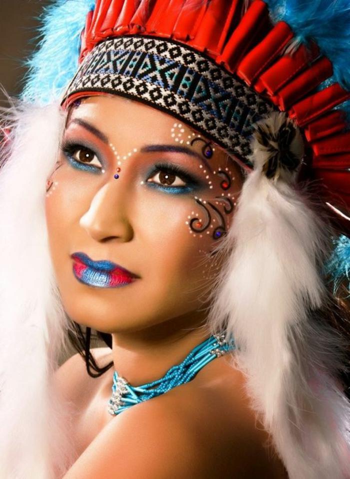 maquillage indienne, maquillage festif, couronne plantureuse colorée et eyeliner bleu