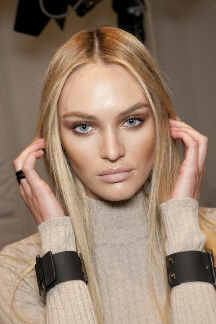 teint bronzé, maquillage discret et doré, lèvres nude