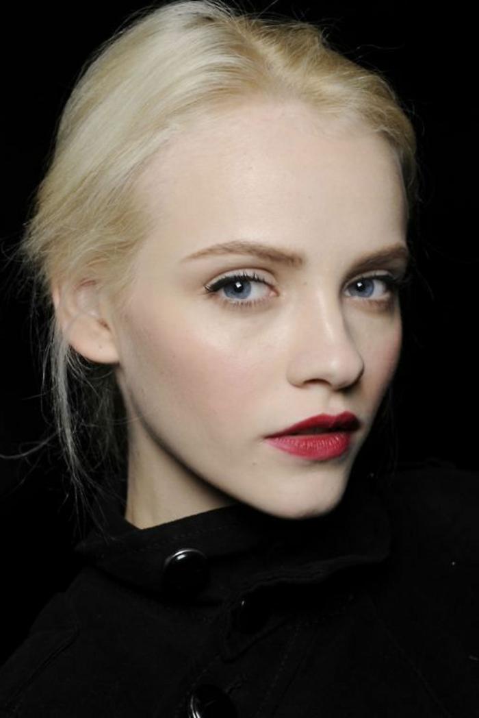 maquillage naturel, eyeliner blanc pour yeux bleus, lèvres rouges