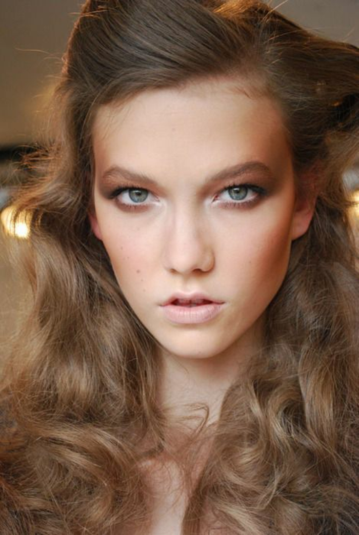 maquillage discret aux yeux effet smokey eyes, un look romantique facile à réaliser