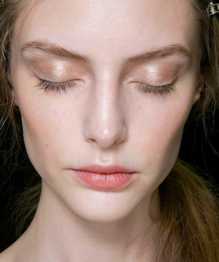 maquillage naturel femme, yeux à l'éclat rose
