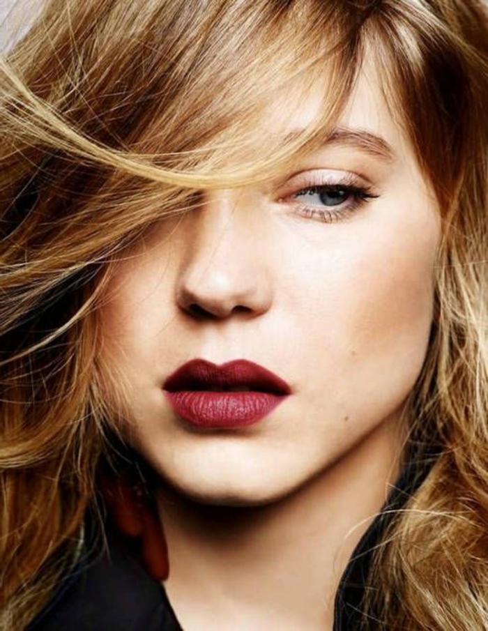 maquillage naturel, fard rose perlé et rouge à lèvres