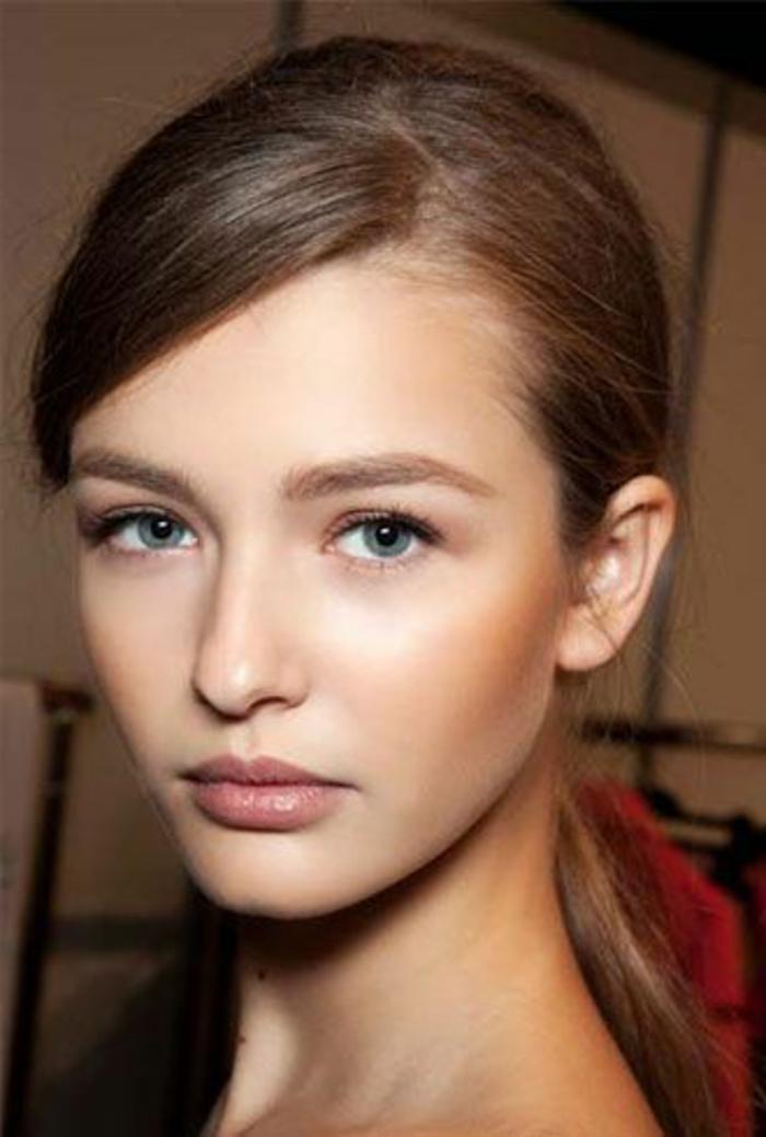 maquillage naturel, fard à paupières neutre, lèvres en nude beige